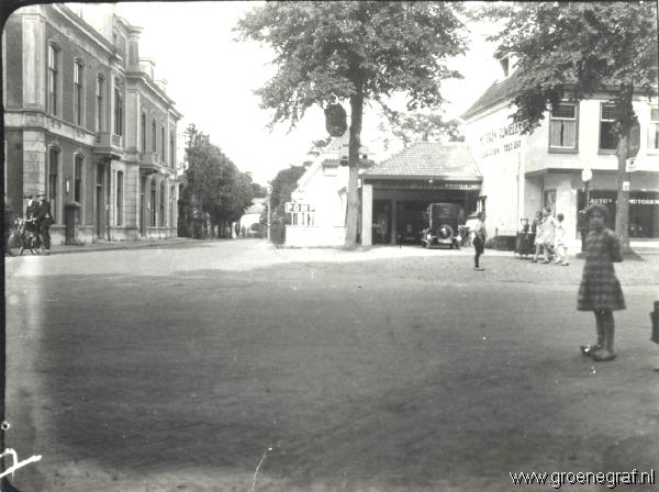 St.Nicolaasgebouw (postkantoor) en Garage Nieuwerhoek (M. Lettenmeijer)