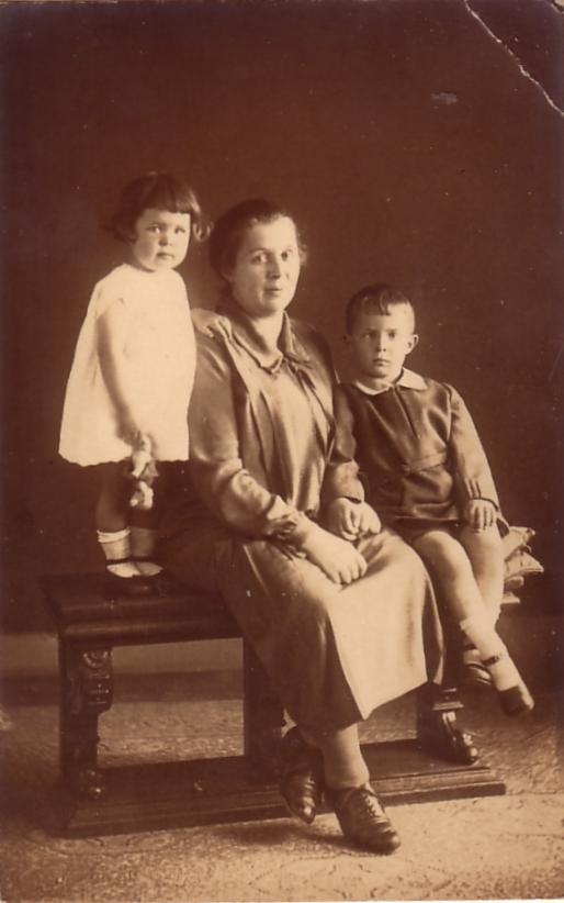 Foto  Maria Louisa Adriana van Dijk met kinderen Geertruida en Josephus van Paridon