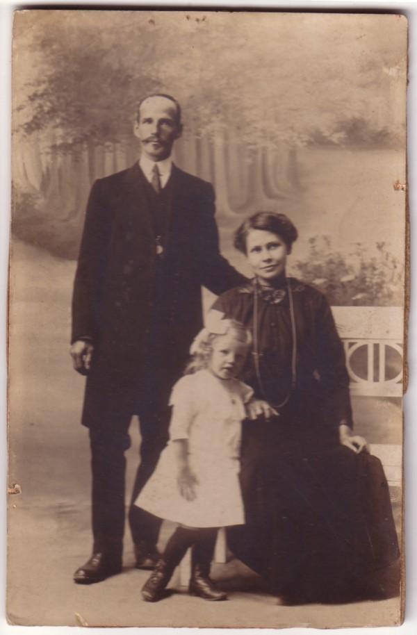 Simon Herman Heinrich van Kesteren en Annetha Maria van Leusden met dochter