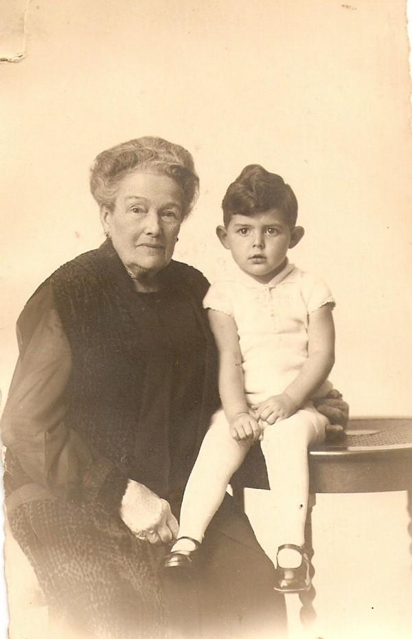 Sara Adriana Elisabeth Krook van Harpen met kleinzoon Adrianus Willem Beckeringh