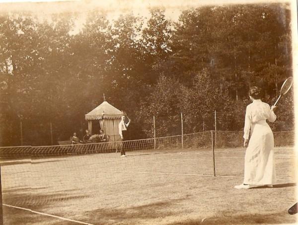 De tennisbaan bij landgoed Eikenhorst te Soest.