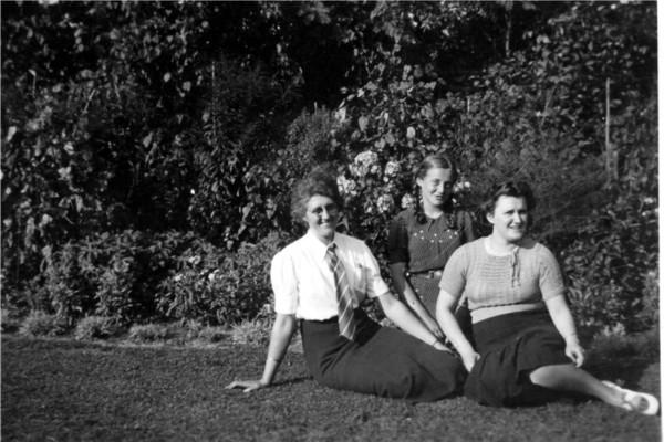 Jannetje Roos, Fettie en Antonia Roos