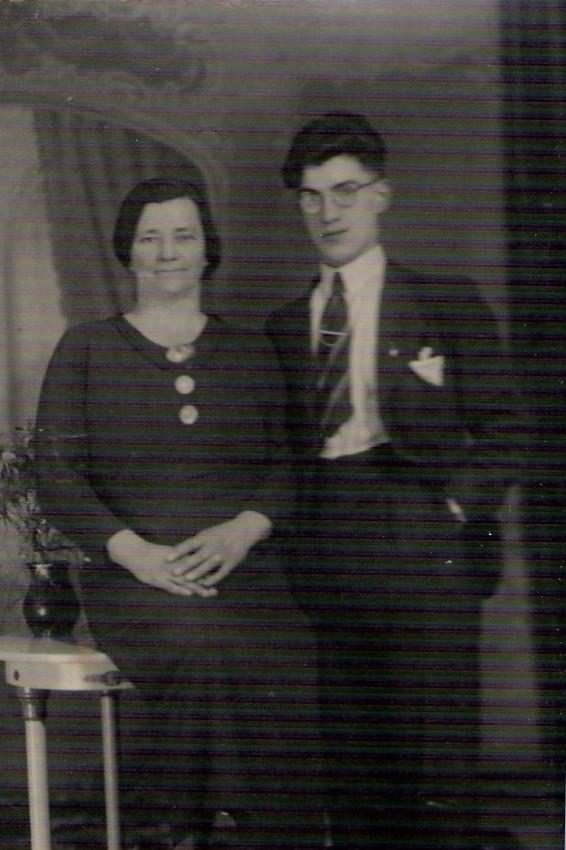 Geertruida Johanna Seezink en zoon Willem van Beerschoten