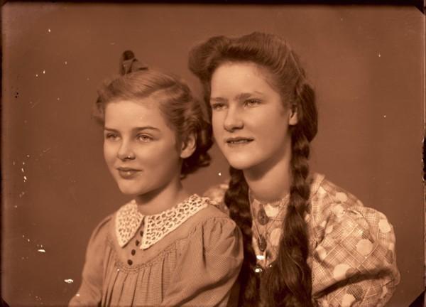 Foto  Petronella Maria Theresia Beuken en Thimothea Petronella Elisabeth Beuken