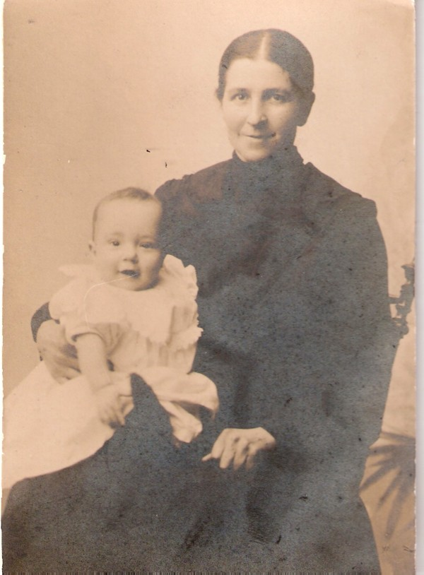 Grietje Veldhuizen met zoon