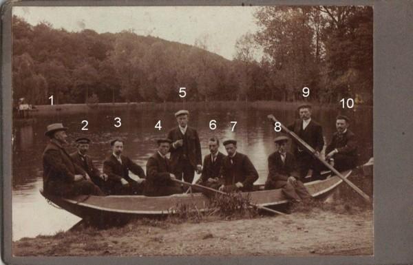 Foto  Mannen in een bootje, o.a. Antonius Scheel