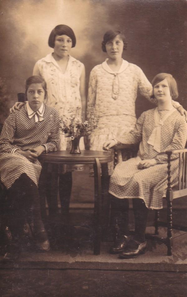 Alie van de Pol, Neeltje Koenen, Grietje Koenen en Bertha Elisabeth van Kempen