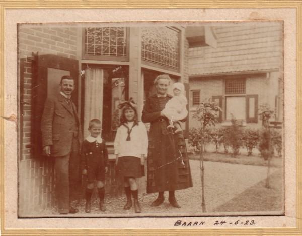 Foto  Gezin Cornelis Alphonsius Beuken en Anna Maria Elisabeth van Dijen