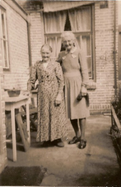 Anna Cornelia Tanis en dochter Petronella Antoinette Bakker