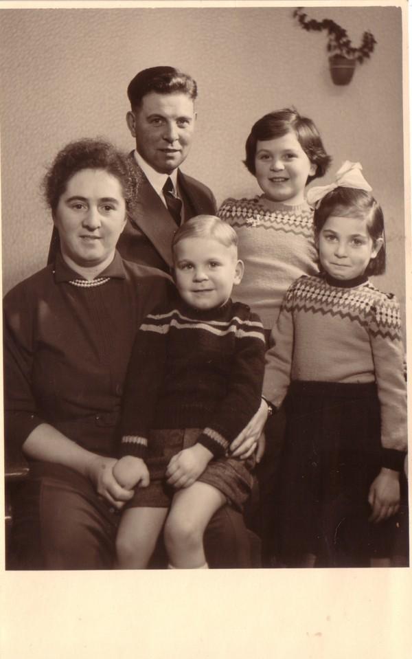 Maagje Breunesse en Gijsbert Evers met kinderen Gijs, Nely en Willy