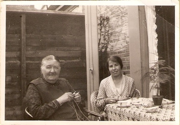 Evertje Meijer en Hendrientje Geijtenbeek