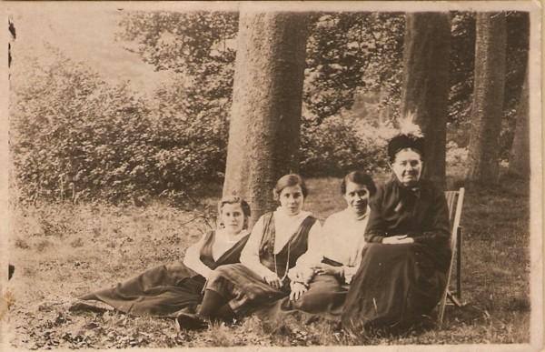 Hendrientje, Evertje en Maartjen Geijtenbeek en Evertje Meijer
