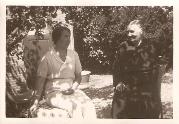 Evertje Meijer met dochter Hendrientje Geijtenbeek