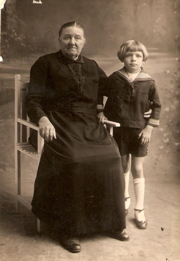Evertje Meijer met kleinzoon Jan Karel Maria Geijtenbeek