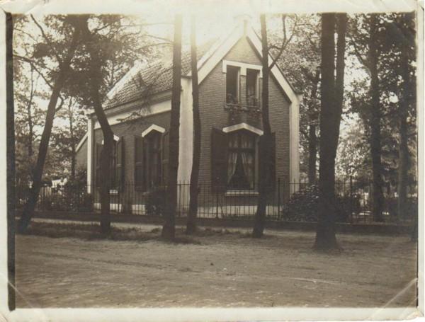 Foto  Huisje op de oude algemene begraafplaats