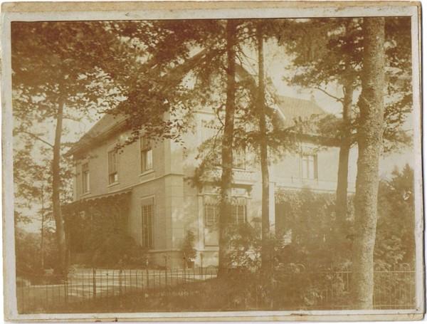 Holland House, Lt. Gen. van Heutszlaan 6 in Baarn