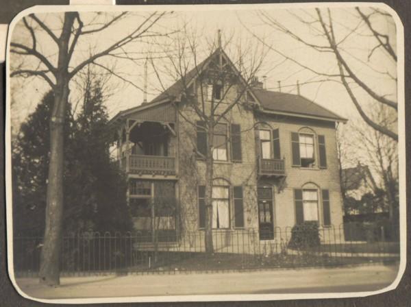 Het huis van Schöne aan de Nassaulaan Baarn