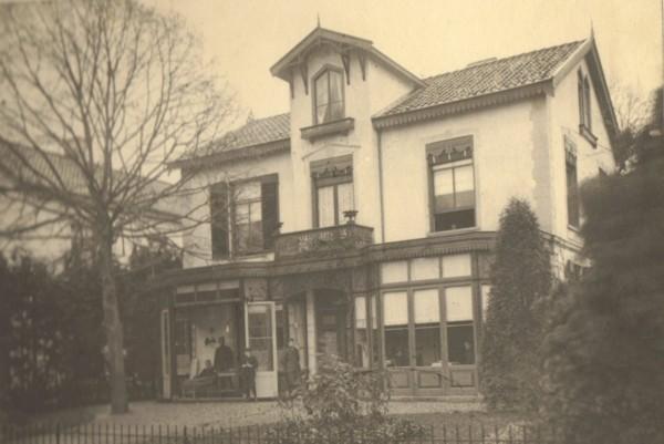 Het huis van Schöne aan de Mollerusstraat Baarn