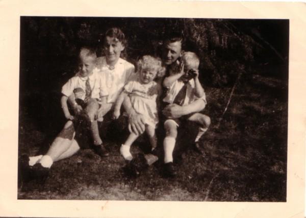 Alberta van der Schagt en Gerrit Lankhorst met de kinderen
