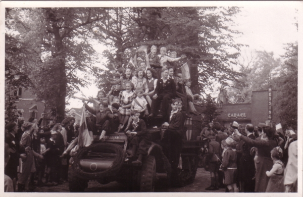 Foto  Bevrijding 7-5-1945