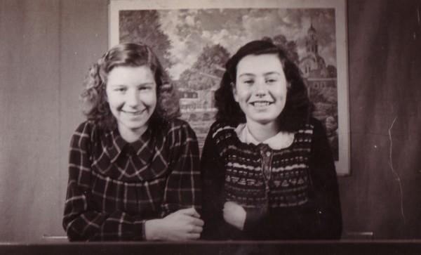 Foto  Margaretha Maria Broerze en Josephina van Voorthuizen
