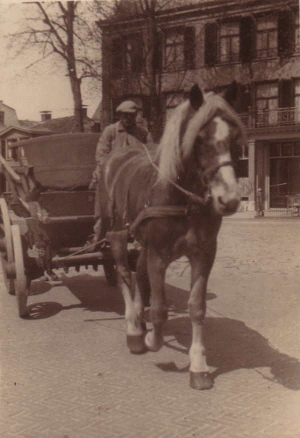 Joseph Vermeulen op zijn meelwagen