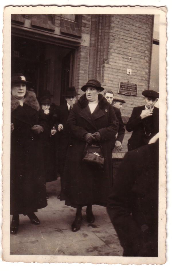 Anna Hendrika Dorresteijn (links) en Aaltje Dorresteijn