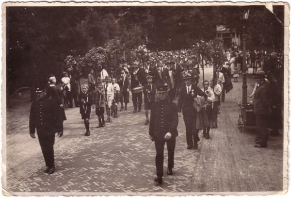 Optocht school en werktuinen in 1932