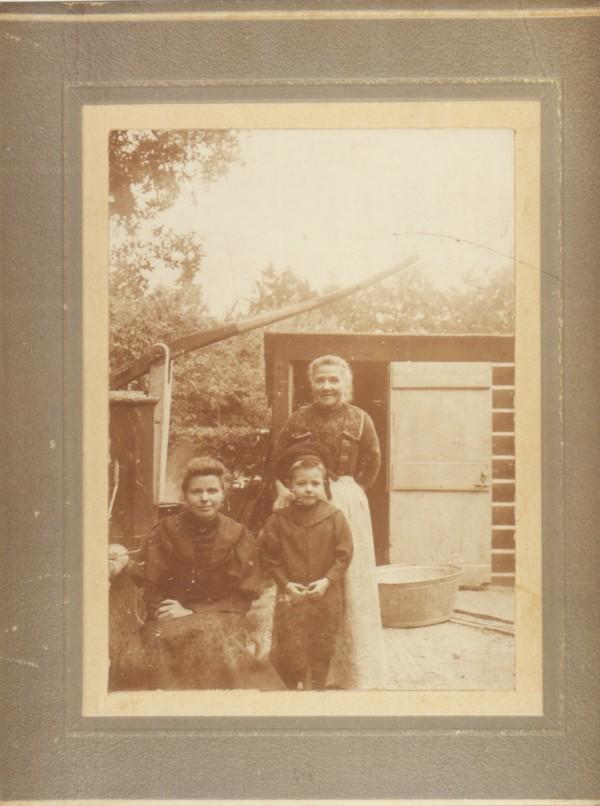 Cornelia van Kooten, Margaretha Maria Beuken en Jan van Oijen