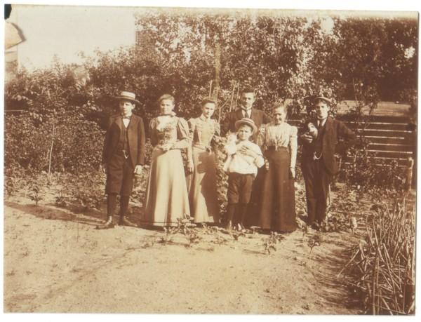 Cornelia van Kooten met haar kinderen