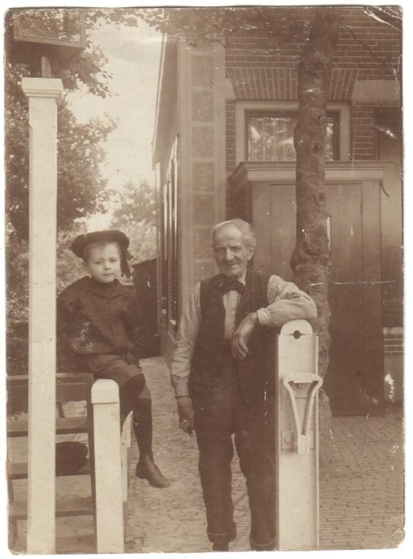 Gerardus Johannes Thimotheus Beuken met zijn opa Gerardus Beuken