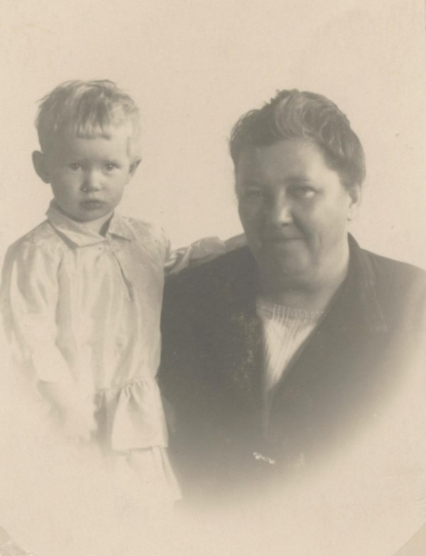 Hendrika Christina Derksen en haar oma Hendrika Christina Pineda