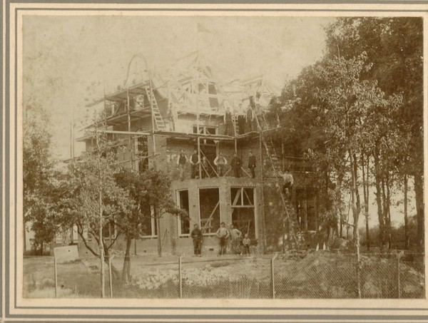 Villa De Voorbosch Nunspeet, gebouwd door Herman Onvlee?