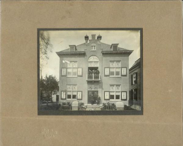 Raadhuis van Bunschoten met gemeenteraad