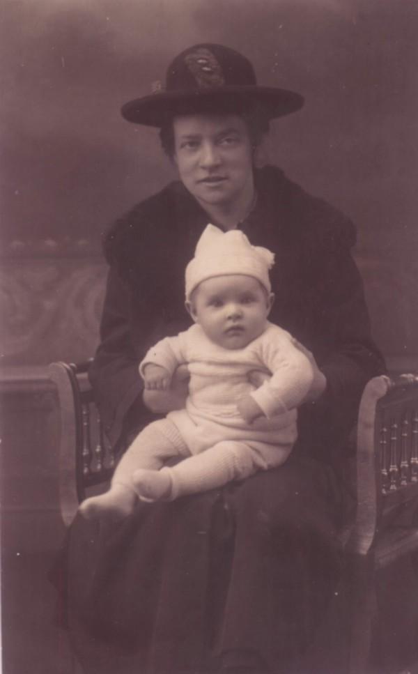 Fraukje Ypma met zoon Piet van Oostrum
