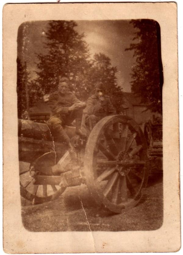 Dirk Hovius en onbekende soldaat
