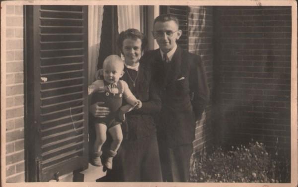 Gijsbertha Cecilia Maria Schouten en Nicolaas Cornelis Schothorst en zoon Kees Schothorst