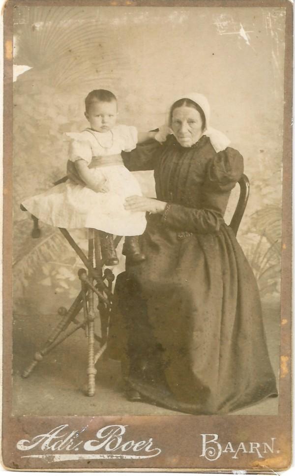Willemina van Wilsum met kleindochter Willemina Dijs