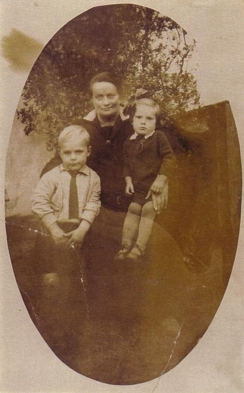 Wilhelmina van de Meent kleinkinderen Gerard en Willie Klaassen