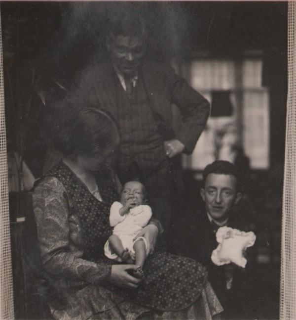 Wilhelmina Gijsberta Hilhorst, Gerrit Jozef Schouten met kind en Herman Hilhorst