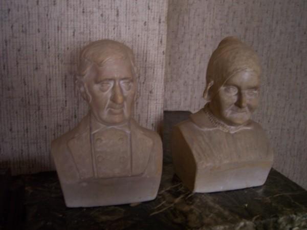 Pieter van Paridon en Antje van Velsen, borstbeelden