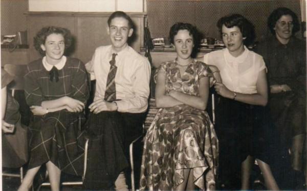 Aartje Gerdina Alida Foeken (midden), Willie Foeken en Alida van Es