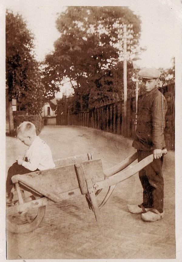 Gerrit van de Vlekkert en Johannes Breunesse in de Verlengde Dalweg.