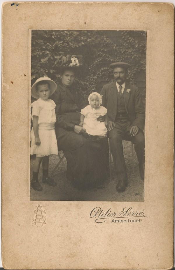 Jan de Ruiter en Hermina Maria van Kesteren met twee kinderen