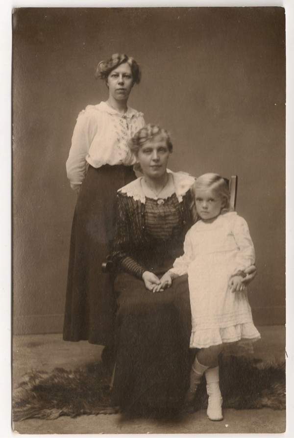 Evertje van Zijst, Johanna van Zijst en Eva Jäger