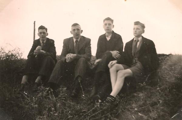 Foto  Andries Christiaan Balke, Evert Pater, Willem Balke en Albert Gerard Balke