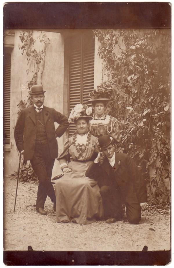 Foto  Cornelis Meijn en echtgenote Stijntje Horst met twee onbekenden