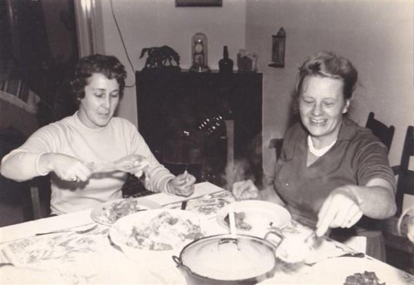 Clasina van der Schagt en Mien Veldhuizen