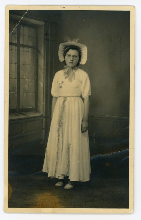 Clasina Mol als dienstmeisje