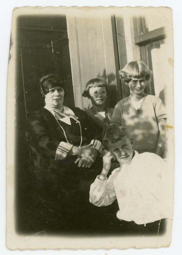 Johanna Harskamp, Anna Marie Hartog, Louisa Johanna Hartog en Rijk Hartog